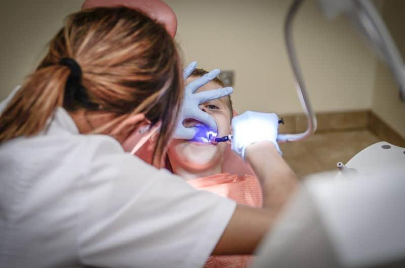 lakowanie zębów poznań